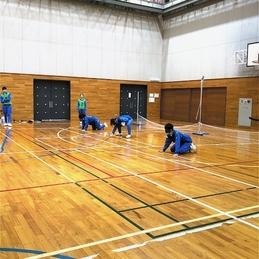 後期課程9年生が体育の授業で、パラリンピックの種目である「ゴールボール」に挑戦