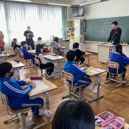 吉川養鶏のご主人と5年生が特別授業 地域の人材を活用する総合的な学習の時間 5年生